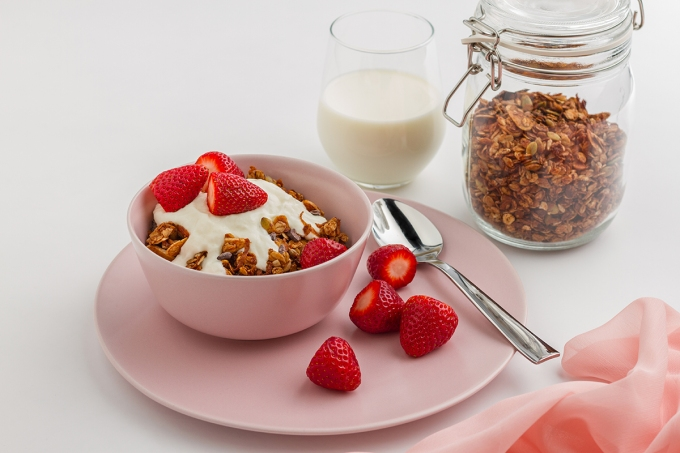 Cacao_and_Coconut_Granola_5_ene17dee890f2750a66531c3ef50acc893