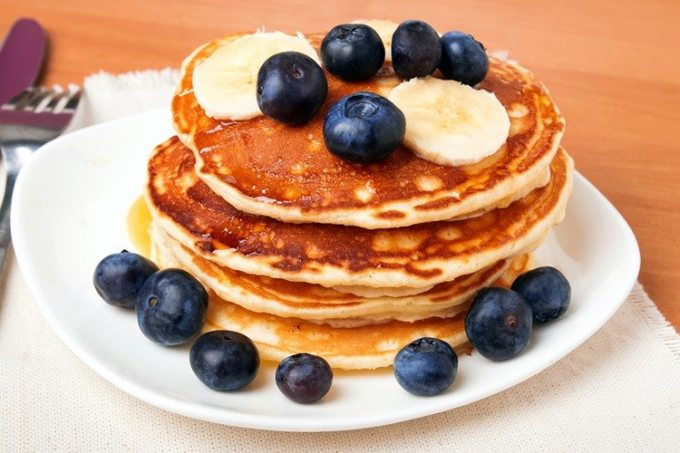 Whole-Grain-Banana-Blueberry-Pancakes-1-750x500